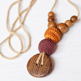 Teethering Necklace in Brown & Gold, Oak Wood Kangaroocare